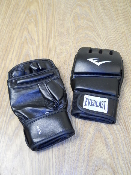 Everlast 4301SM Advanced Wristwrap Heavy Bag Gloves. Synthetic. New. Ta:8. 8 OZ. S/M. UPC: 009283523992.