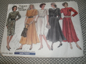 Vogue 1923 Sewing Pattern. Used. Vogue's Basic Design. Sewing Rating: Easy. Size: 8-10-12.